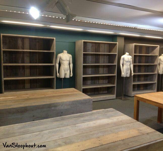 Winkel inrichting (tafels en kasten) voor een kledingwinkel in ...