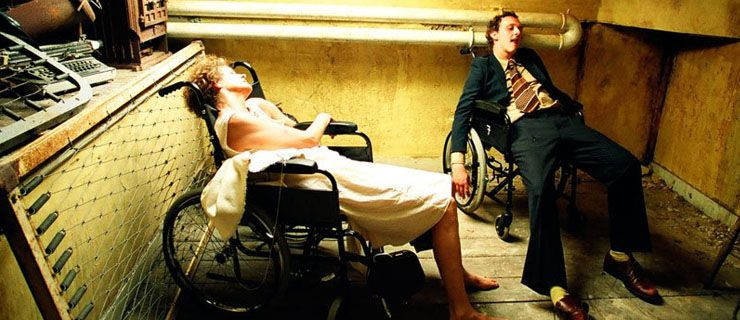 """http://mundodecinema.com/simon-rumley/ - """"Pessoal mas não autobiográfico"""". Foi assim que o realizador britânico, Simon Rumley, descreveu The Living Dead ou Vivos e Mortos, na versão portuguesa. Ao longo deste artigo, exploramos a visão do cineasta, mostrando o processo criativo por detrás deste filme perturbador que aborda a relação entre o sexo e a morte."""