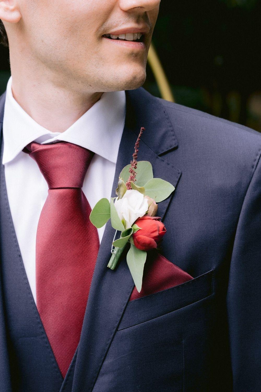 Propostas para o look do noivo: descobre a gravata que mais se identifica contigo.  #noivo #acessórios #gravata #acetinada #opaca #look #lisa #estampada #clássico #casamentospt