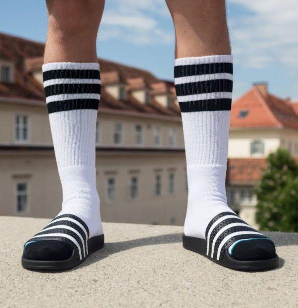 No puedo ficción Perezoso  Pin de Te Ordeno Tu Clóset en Slide Sandals :) | Sandalias con medias,  Sandalias adidas, Calcetines