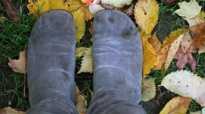 comment nettoyer facilement les taches de pluie sur ses chaussures en daim nettoyer. Black Bedroom Furniture Sets. Home Design Ideas