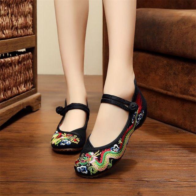 e58656338f Morning glory sapatos de pano estilo chinês totem apartamentos mary janes  bordados mulheres sapatos casuais mulheres flats em Apartamentos das mulheres  de ...