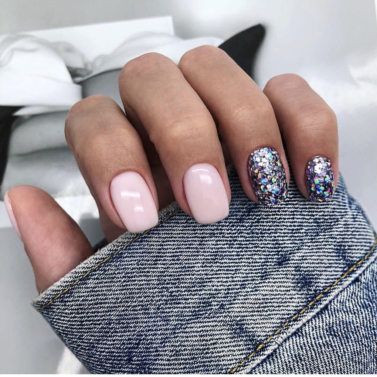 Don T Worry You Can Still Look Gorgeous During The Cold Winter Months Don T Miss Out On This Season Trends Too Many Layers And You Re Sweating Befo With Images Pink Nails