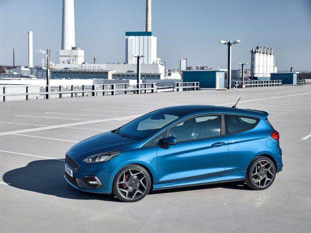 Novo Ford Fiesta St Motor Tres Cilindros Turbo 200 Cv E 6 7 Segundos De Zero A 100 Km H Flatout Em 2020 Ford Carros Customizados 7 Segundos