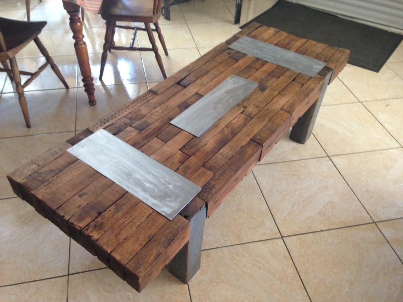 grande table basse en bois plateau r alis partir de l. Black Bedroom Furniture Sets. Home Design Ideas