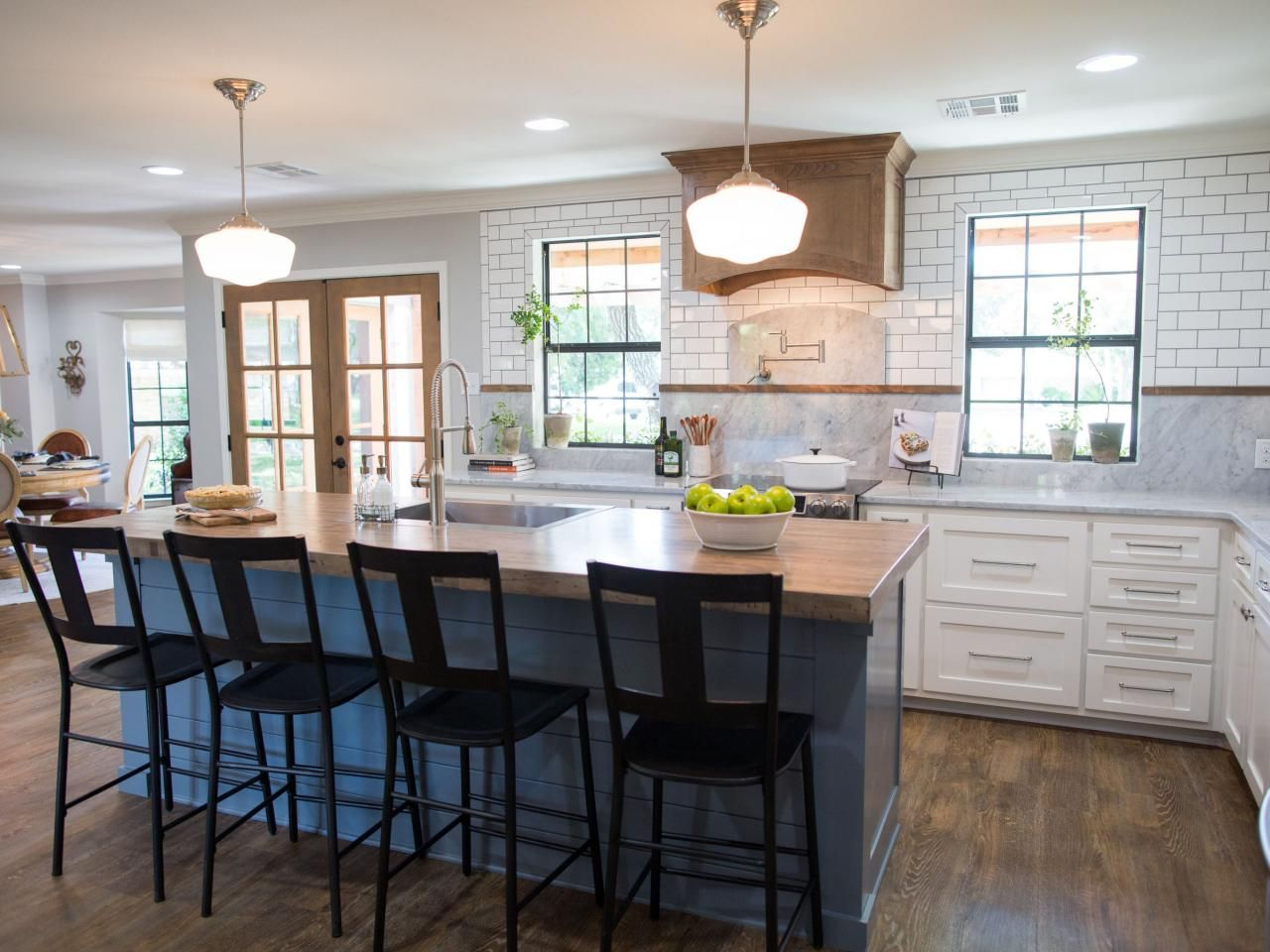photos hgtv 39 s fixer upper with chip and joanna gaines hgtv wood exhaust vent concrete. Black Bedroom Furniture Sets. Home Design Ideas