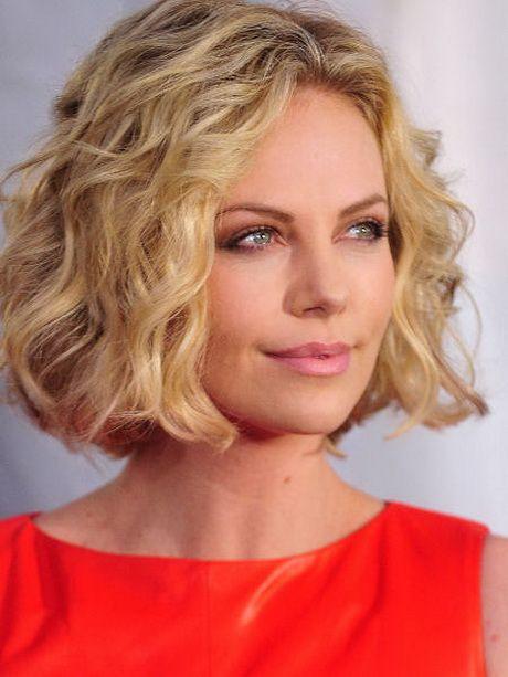 Frisuren Mittellang Stufig Locken Haare Und Beauty