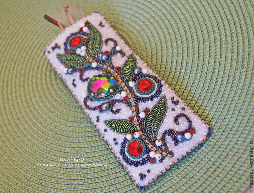 Очечник с вышивкой бисером