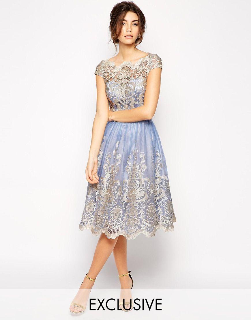Chi Chi London Hochwertiges Kleid Aus Metallic Spitze Mit Bardotkragen Ausverkauft Kleider Kleider Damen Ballkleid