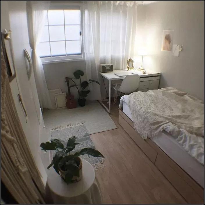 147 Minimalist Storage Ideas For Your Small Bedroom 6 Myhomeku Com Small Room Bedroom Room Interior Interior