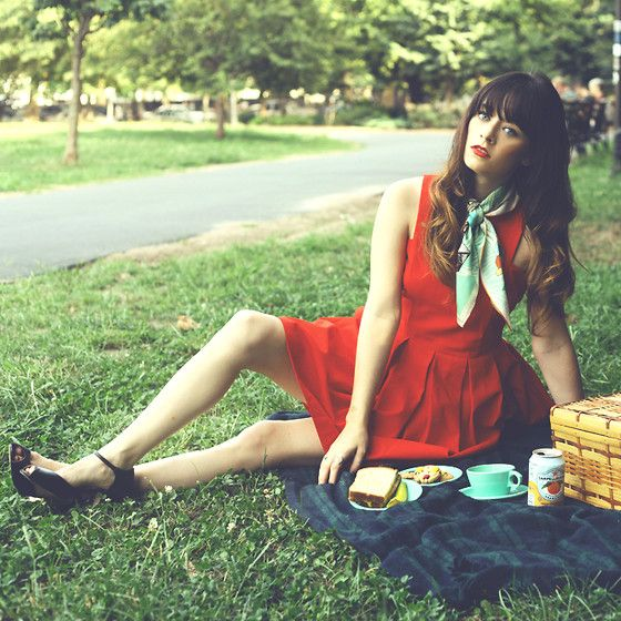 Vacation Days Griffith Park Trails Scarf, Bb Dakota Dress, Heels - red dress and scarf