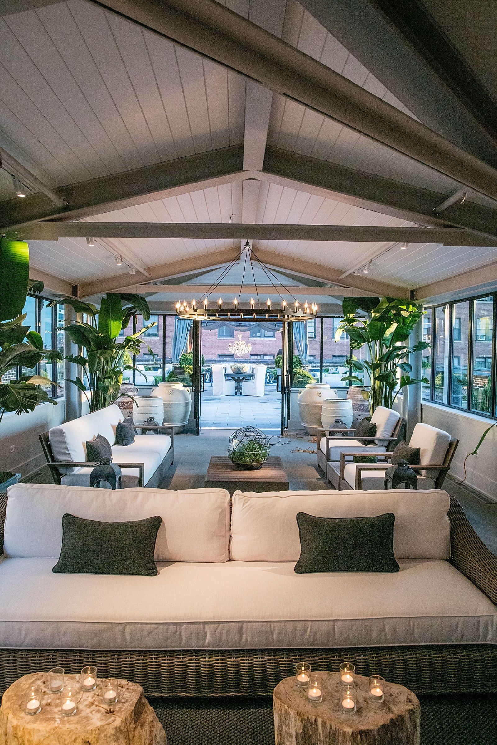 Chicago Welcomes A New Restoration Hardware Outpost Restoration  # Restoration Hardware Muebles