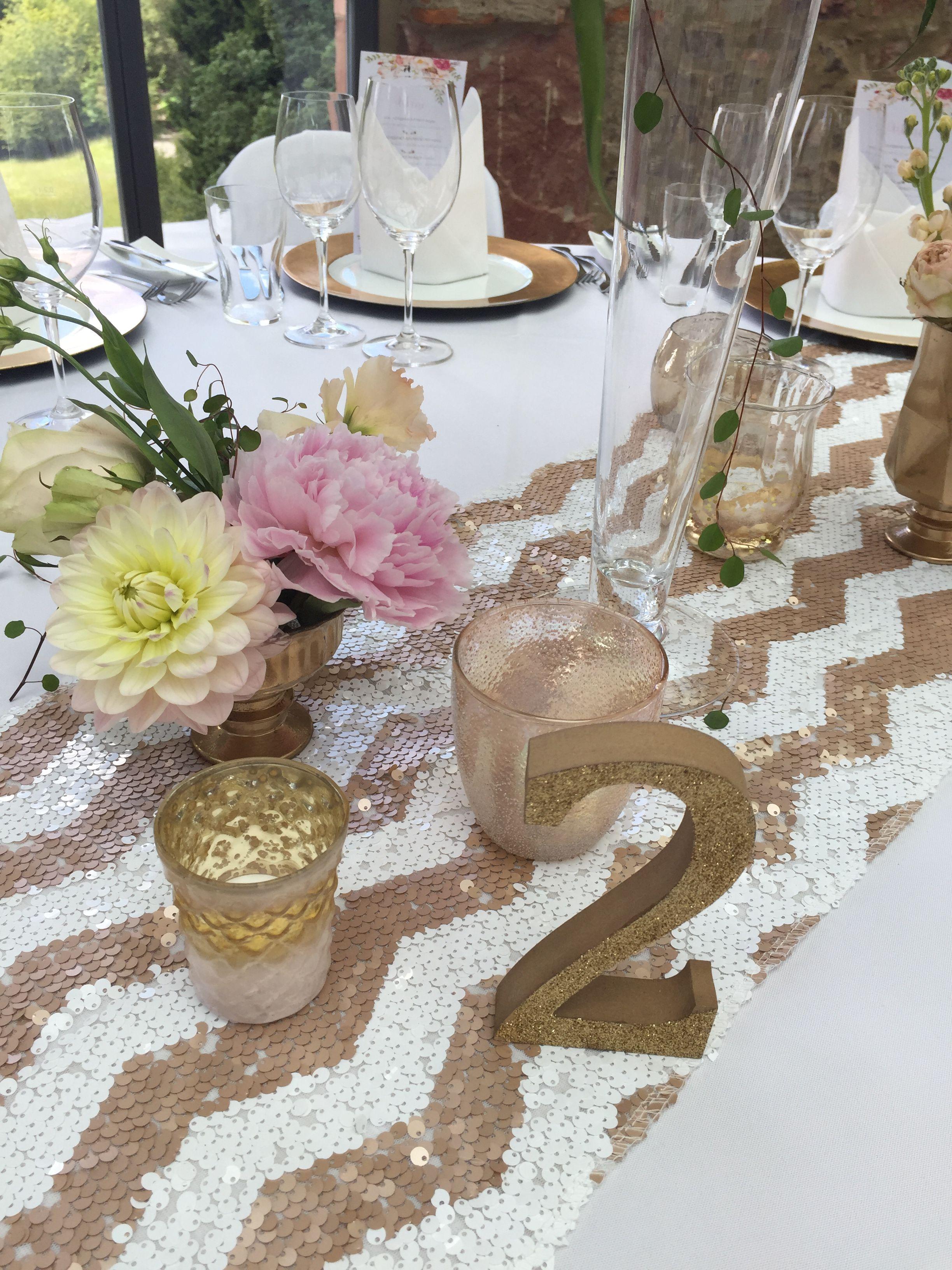 Tischdeko Fur Hochzeit In Gold Rosa Im Jagdschloss Platte Wiesbaden