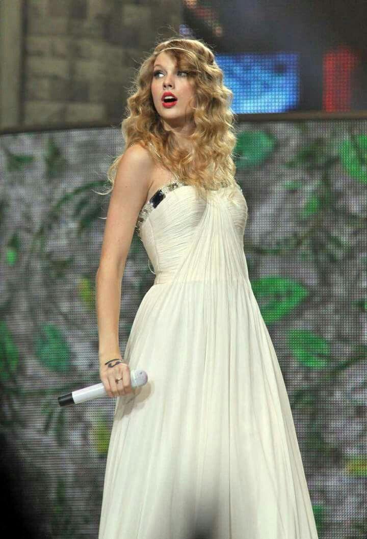 Pin by Swiftie13 on Taylor Swift | Taylor swift fearless ...