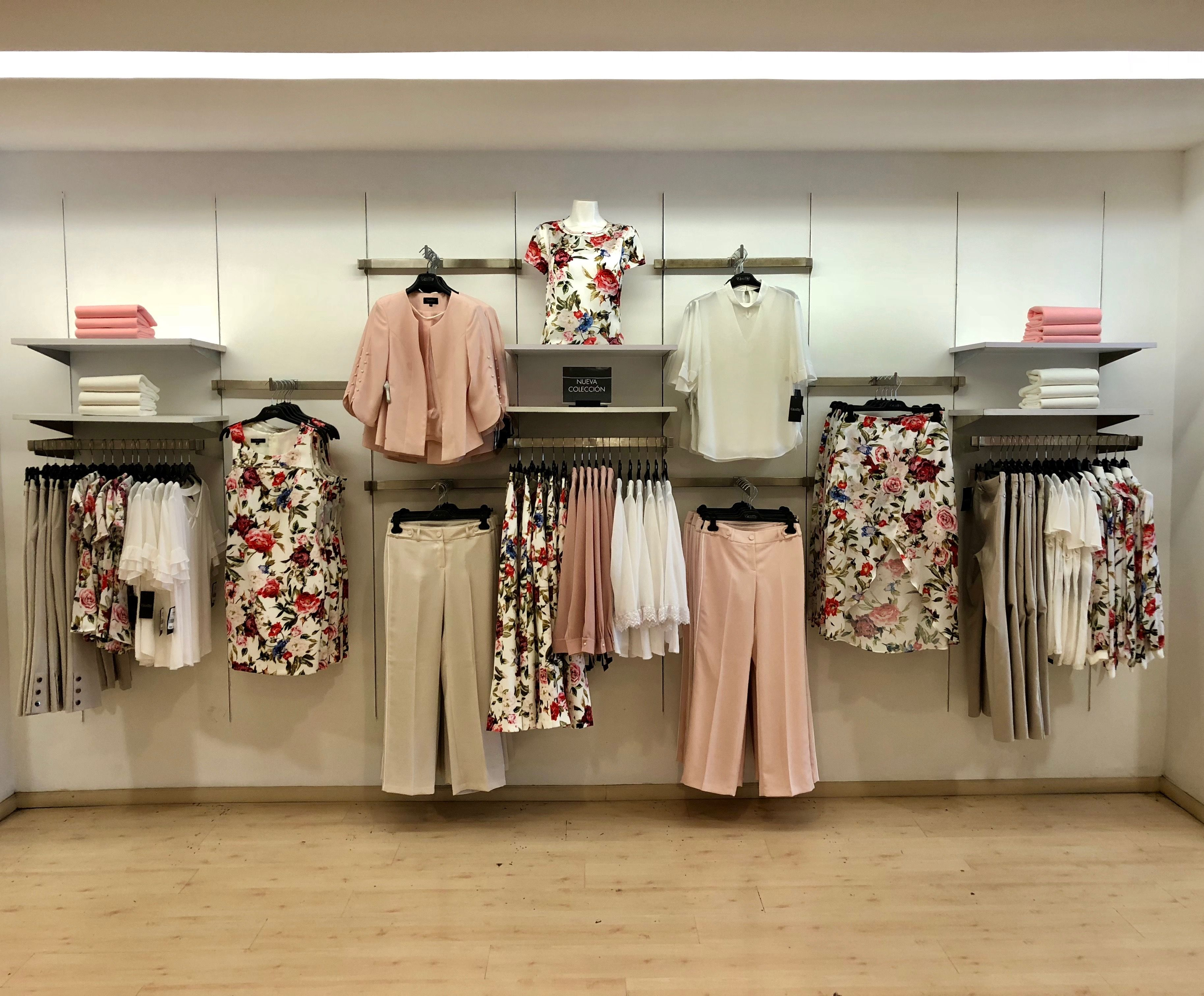 Pink Visualmerchandising Flowers Spring Fashion Design De