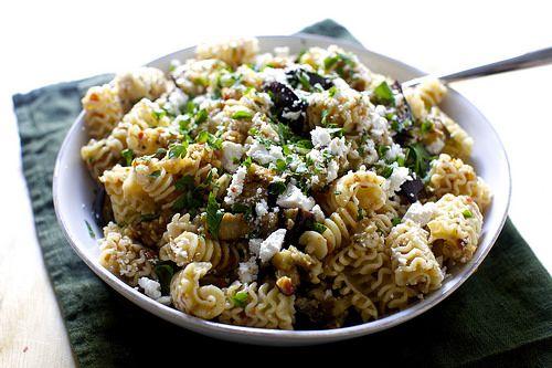 Charred Eggplant and Walnut Pesto Pasta Salad | Rezept | Gemischte ...