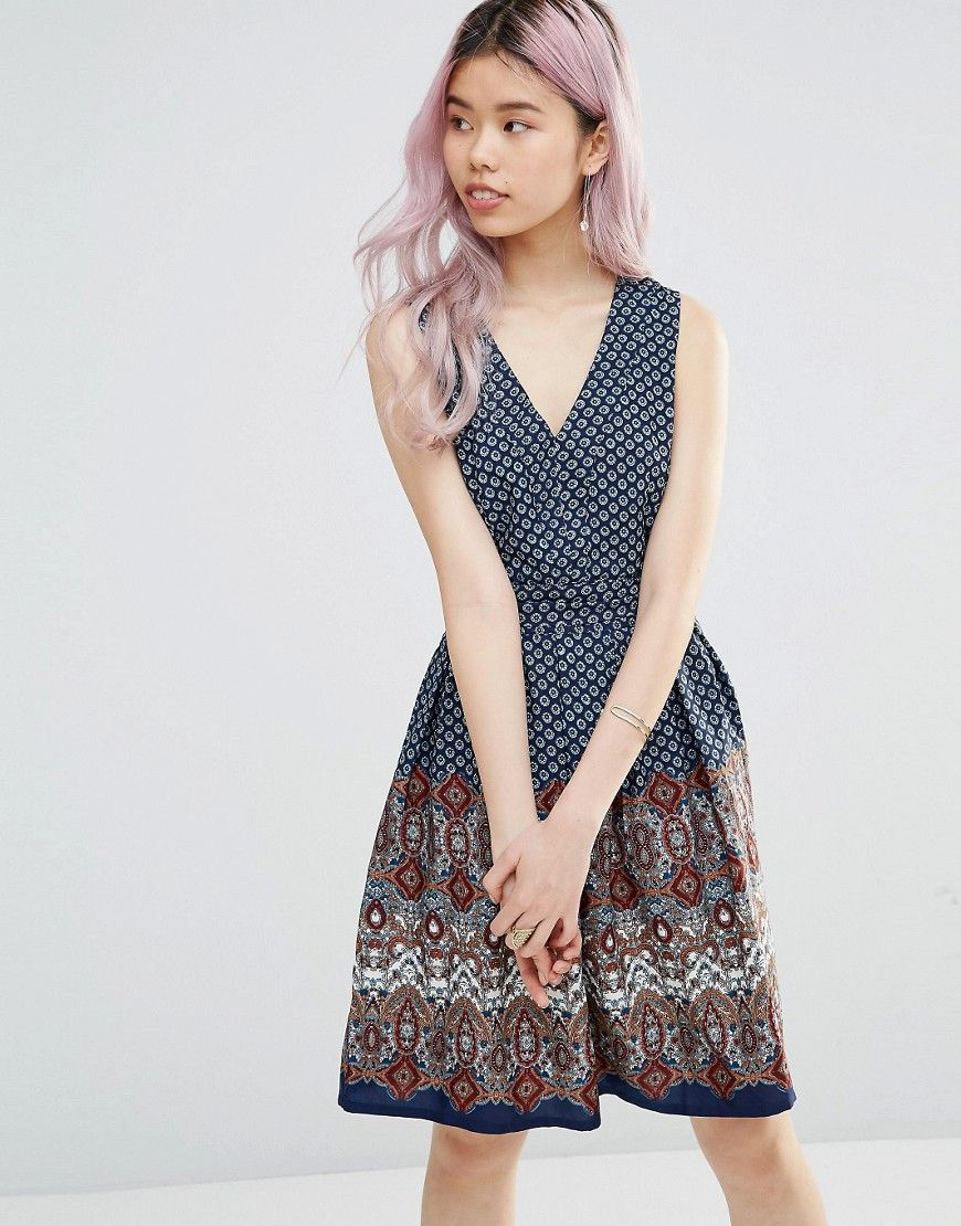 Buy it now. Yumi Belted Skater Dress In Border Print - Navy. Dress by Yumi, Lined woven fabric, Mixed print, V-neckline, Removable belt tie, Fit and flare shape, Regular fit - true to size, Machine wash, 100% Polyester, Our model wears a UK 8/EU 36/US 4 and is 175cm/5'9 tall. , vestidoinformal, casual, camiseta, playeros, informales, túnica, estilocamiseta, camisola, vestidodealgodón, vestidosdealgodón, verano, informal, playa, playero, capa, capas, vestidobabydoll, camisole, túnica, shif...