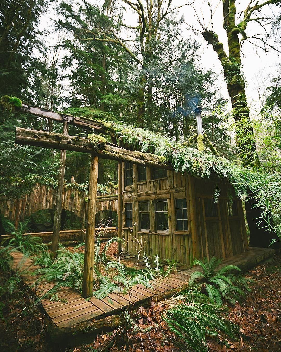 Just another badass #Washington cabin! 🌲 Photo by @matthewpastula Share your story: #roamtheplanet
