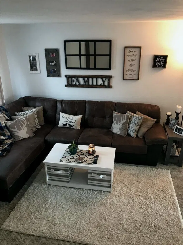 39 Relaxing Living Room Decor Ideas With Leather Sofa In 2020 Brown Living Room Decor Relaxing Living Room Living Room Decor Apartment