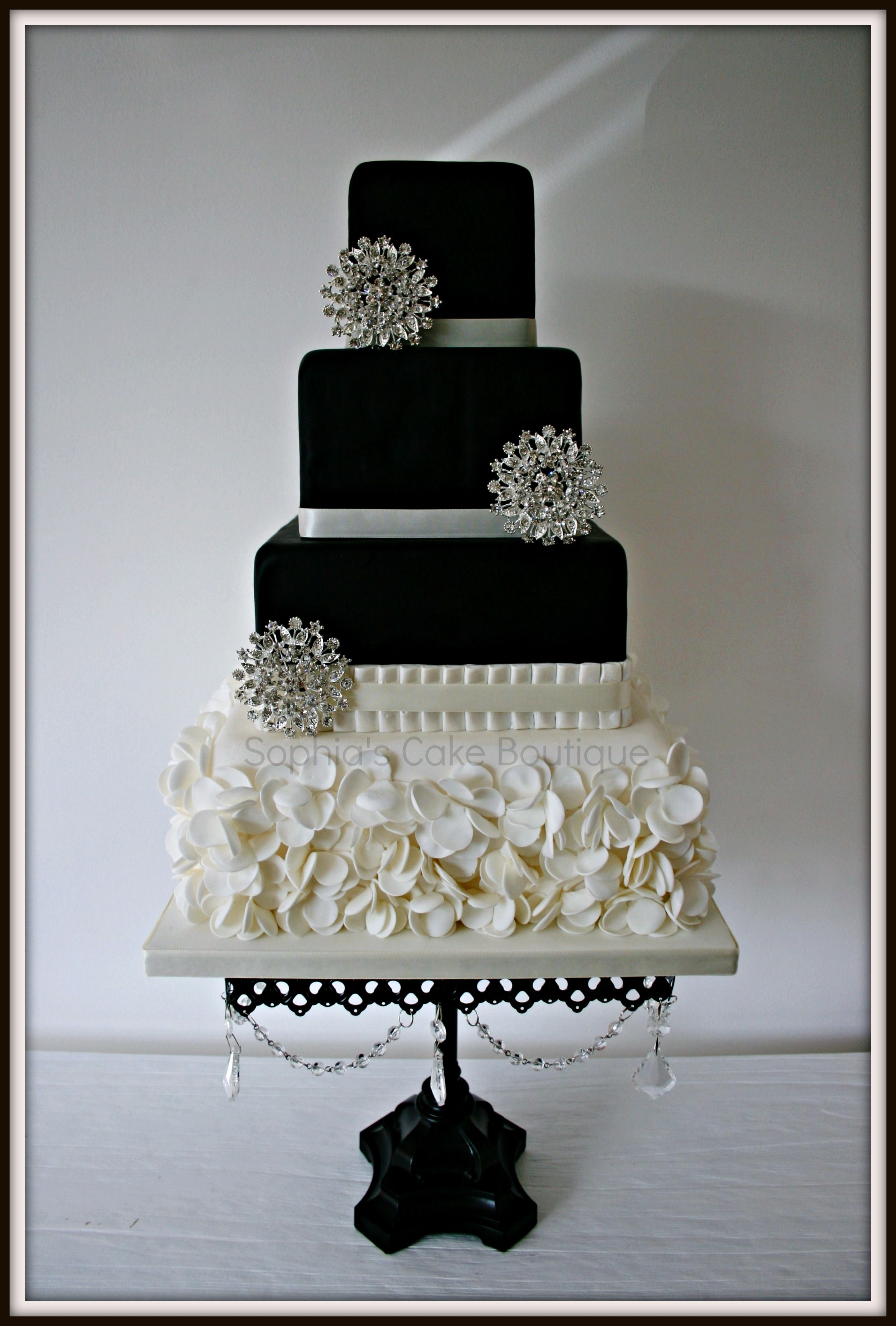 This design is heavily based on a gorgeous cake by heavenly angel