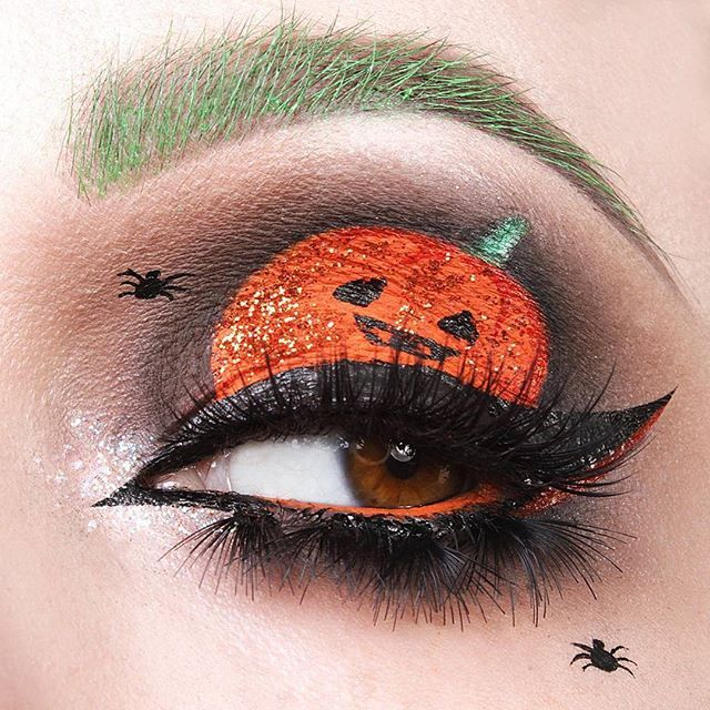 Check out this amazing #halloween cut crease created by the talented #makeupartist @vladamua using #furlesscosmetics brushes