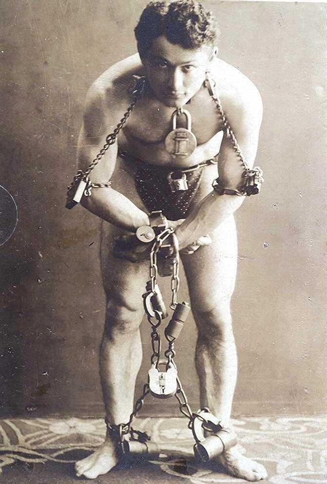 Escape Artist Houdini in Chains .. Photo Print 5x7 Antique Photo ..