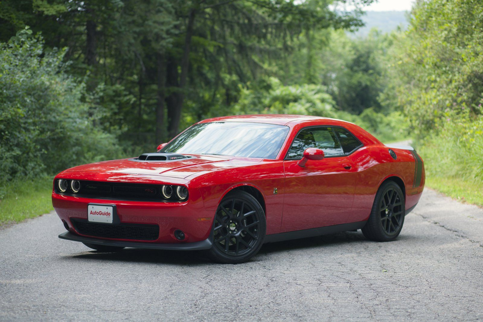 2016 dodge challenger scat pack a pretty car