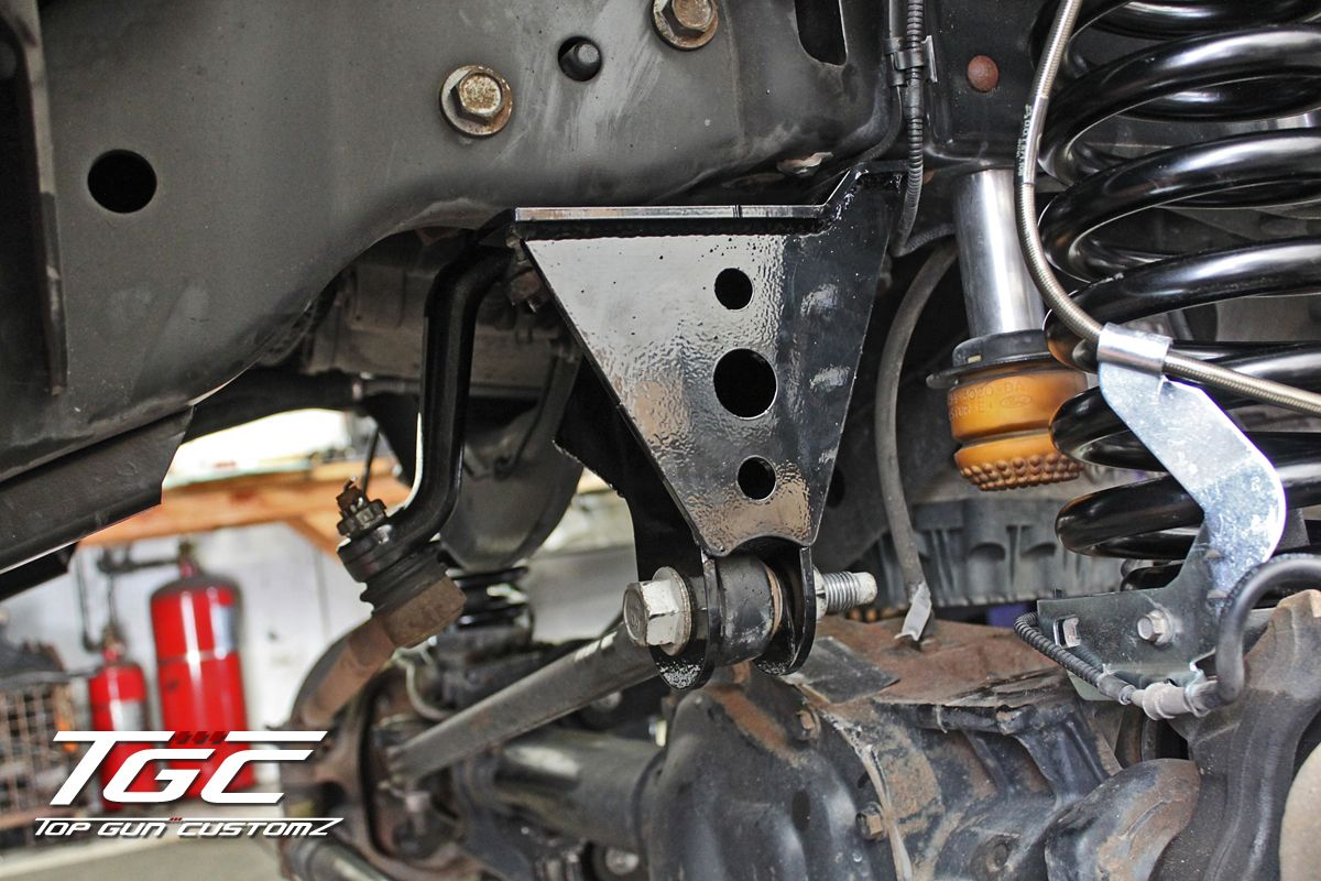 Day 2 Close Up Angle Of The Track Bar Bracket And Pitman Arm Http Www Topguncustomz Com C 29 Track Bars Ford F350 Super Duty F350 Super Duty Ford F350