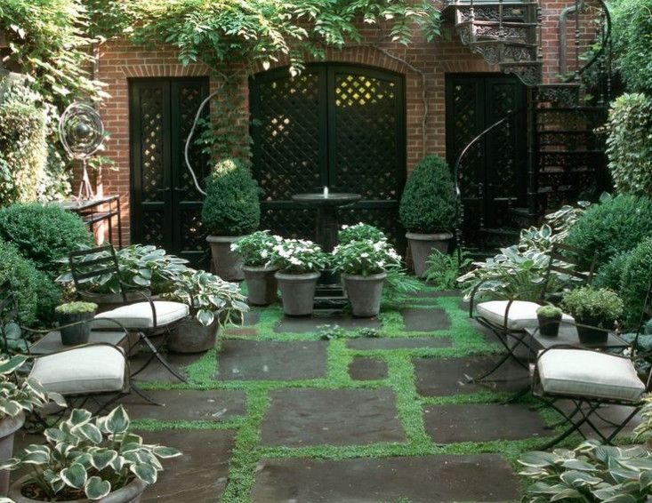 11 Ideas to Steal for a Moonlight Garden is part of Small courtyard gardens, Townhouse garden, Courtyard gardens design, Urban garden, White gardens, Backyard garden - Moonlight gardens planted with white and silvery flowers that glow after dark became an early 20th century fad in both the US and Europe  After having a dr