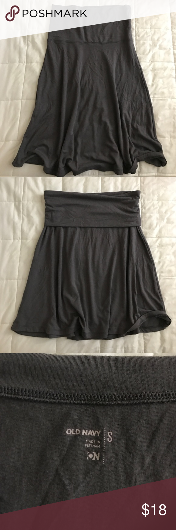 ON S fold-over flowy yoga skirt This is an Old Navy size S fold-over flowy yoga skirt in a dark gray color. It can be worn regular or folded over. It's super flowy and comfortable. Feel free to make an offer 😊 Old Navy Skirts