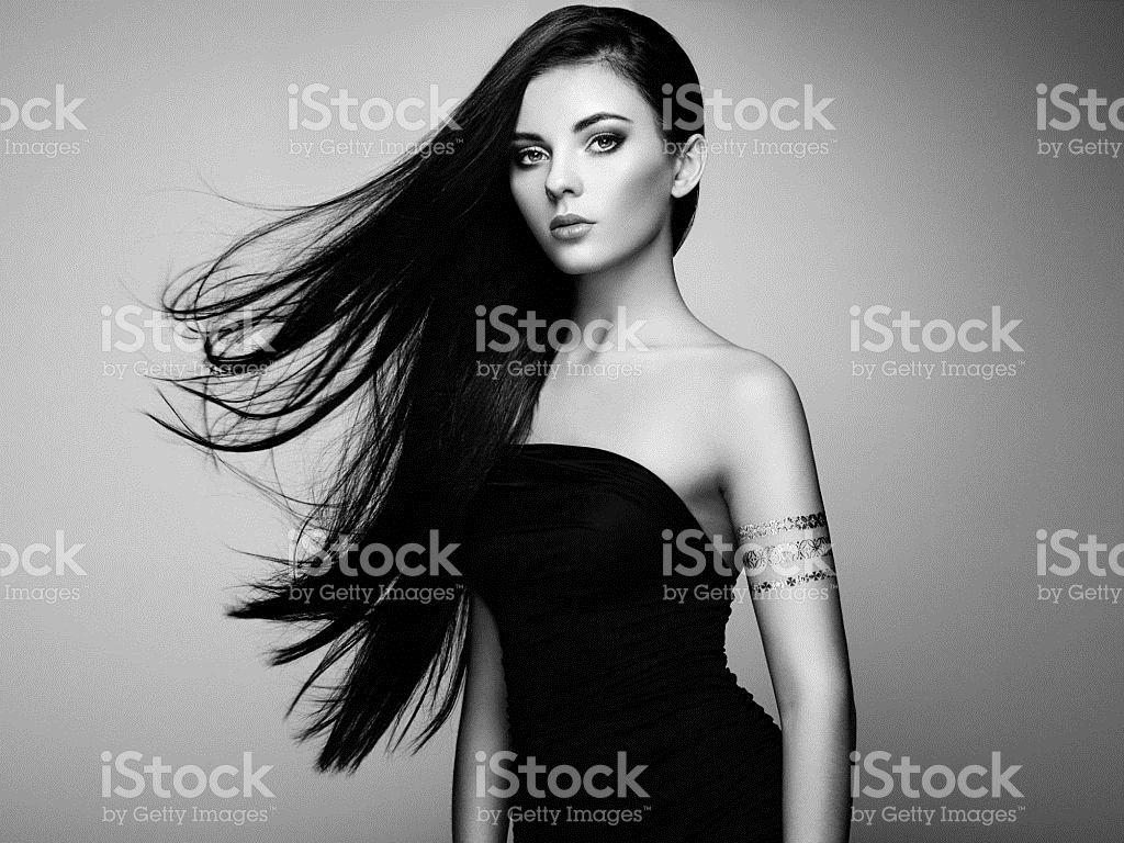 Moda elegante Retrato de mulher com cabelo magnífico foto royalty-free