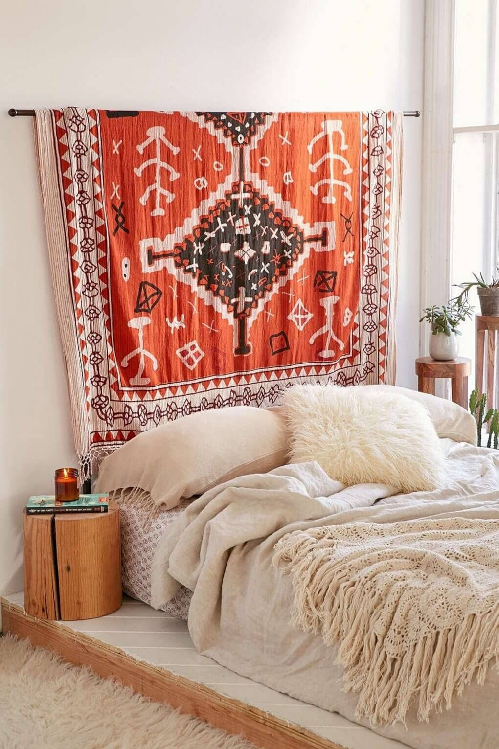 Minimal bedroom with leafy decor and  patterned rug above the bed bohemian chic interior design ideas farmfoodfamily homedecor also diy boho room living wallart rh pinterest