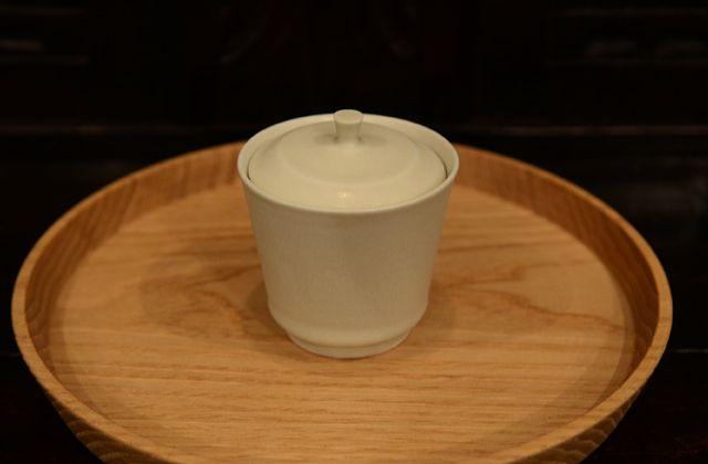 木工の田澤祐介さんより素敵なお盆が届きました。 ナラの無垢材で作った隅切盆で、指 ...