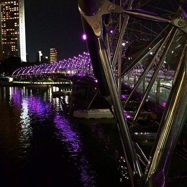 "Helix Bridge @ Marina. Thank you @fischiabanana // #italianiasingapore #italiansinsingapore #singapore #asia #marina #bay #mbs #travel #viaggio #trip #holiday #vacanze #vacation #business #night #bridge #helix #expat #explore #expatriate #espatriati #lights #river #cool #design #architecture #walk #pedestrian"""