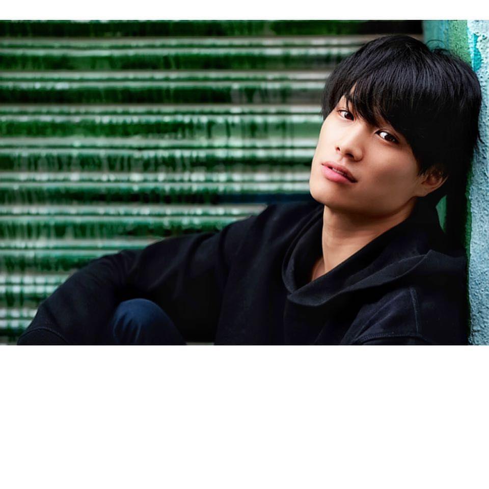 鈴木伸之さんはinstagramを利用しています 今日から俺は 本日ビジュアル解禁 10月から始まりますので 素敵な作品間違いなしなので是非観て下さい 今日から俺は 智司役 ガタイやばい 肩幅やばい 髪型やばい 80年代のお話 こんな人と絶対 鈴木