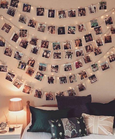 Guten Morgen Eine Beleuchtete Kommode Voller Quadrate Und Der Raum Hat Teenager Schlafzimmer Dekorieren Vintage Schlafzimmer Ideen Asthetisches Schlafzimmer