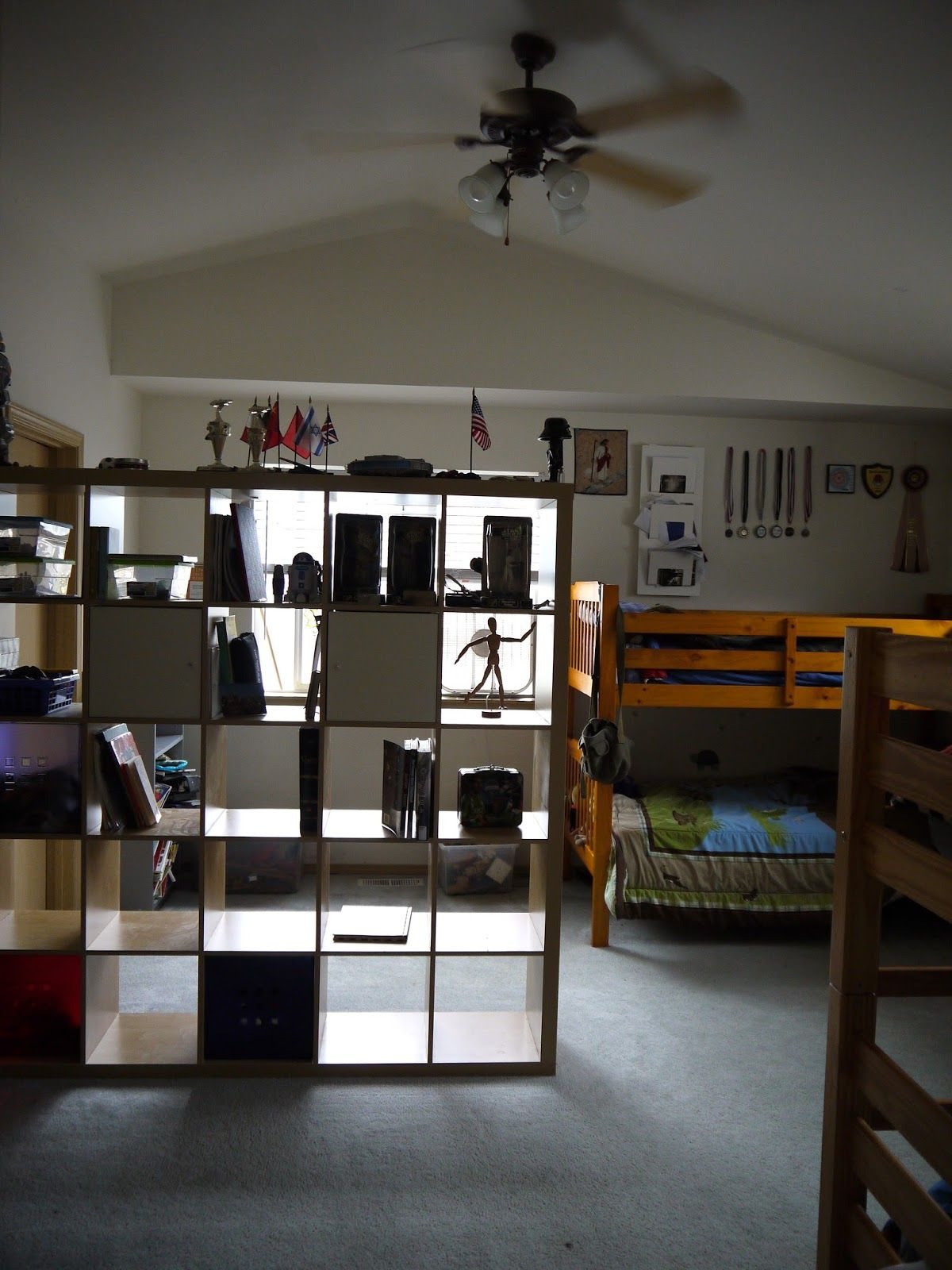 Pin By Lindy Hafner On Tiny House Minimalism Kids Shared Bedroom Small House Living Large Family Organization