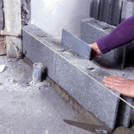 Comment monter une cloison en parpaings? - Enduire Un Mur Exterieur En Parpaing