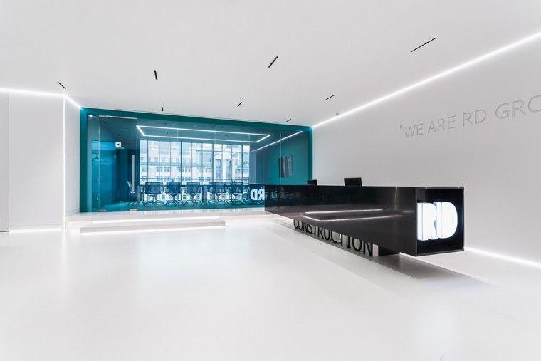 Faux plafond moderne design quatre espaces de travail et deux