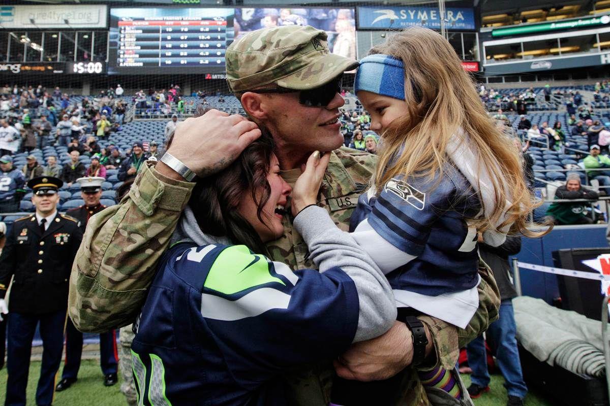 Veterans Day 2012 (Elaine Thompson / AP) Military