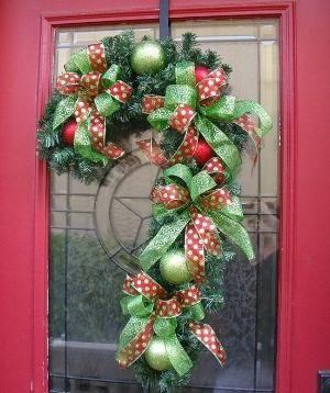 DIY:: Candy Cane Wreath Idea....SUPER CUTE!!!! by jana