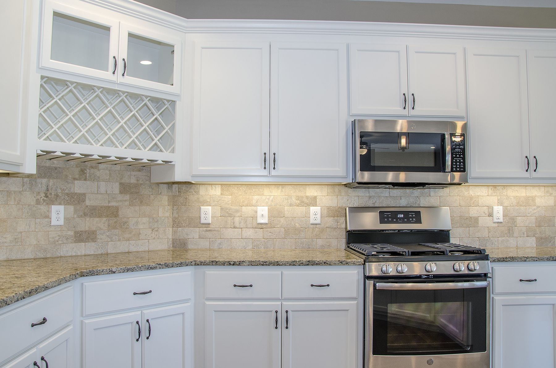 Love This Kitchen With White Cabinets And Beige Countertops And Backsplash We Love That Trendy Kitchen Backsplash Beige Kitchen Backsplash For White Cabinets