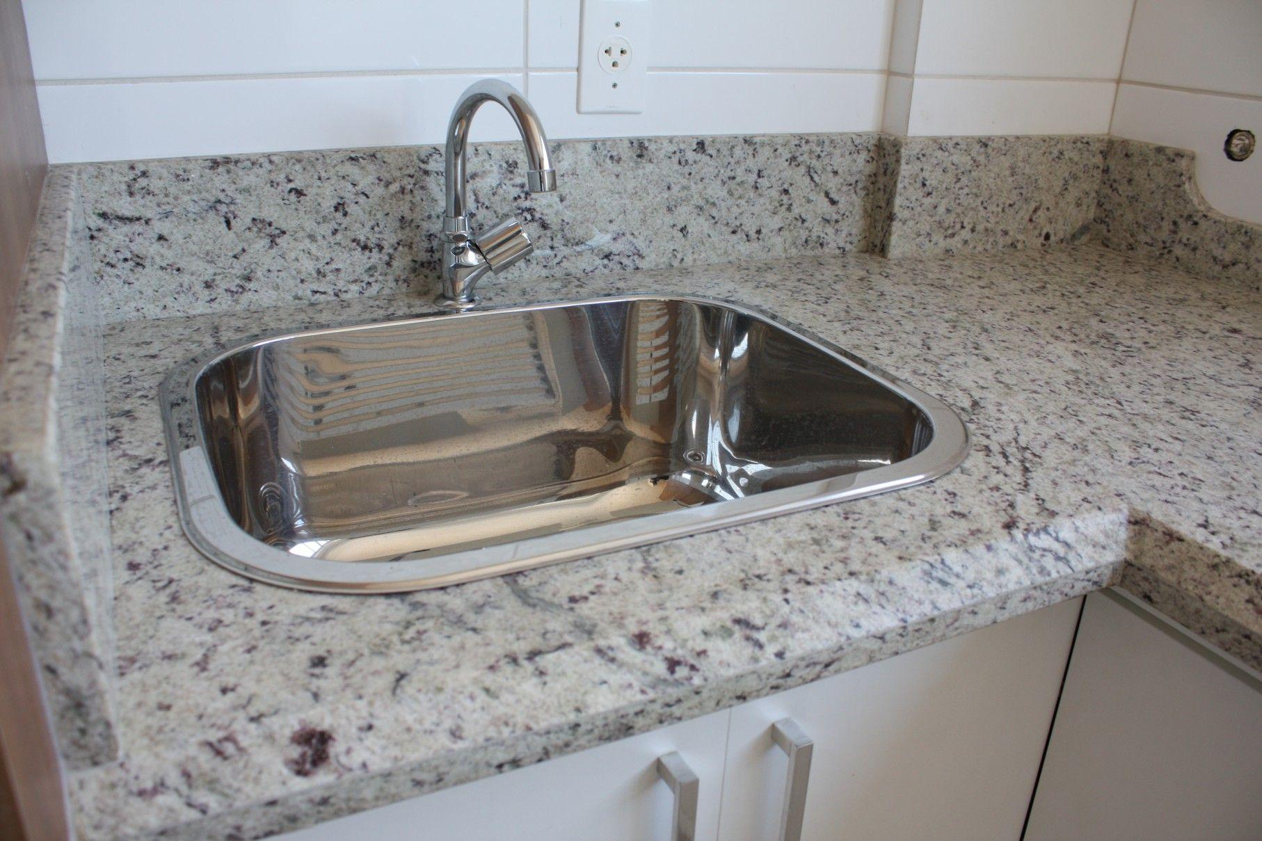 Granito branco dallas aplica es granito pinterest for Modelos de pisos de granito