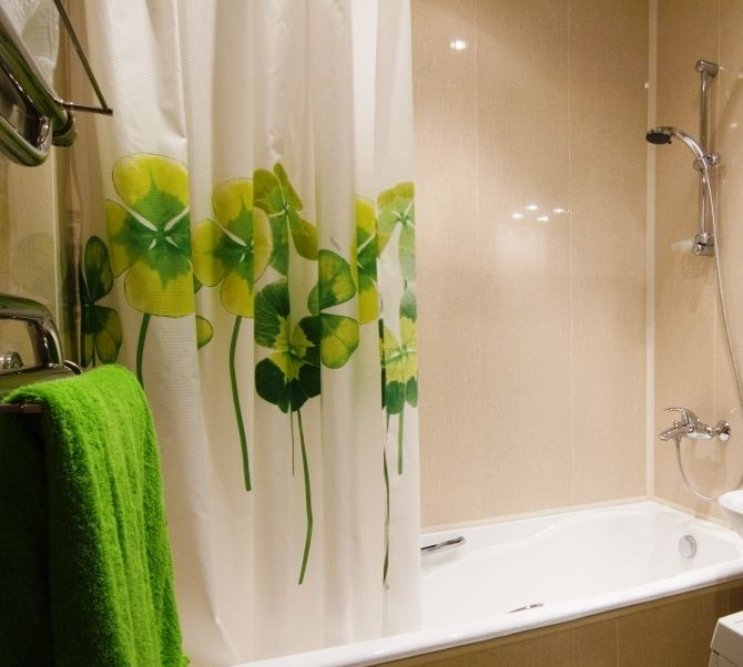 عند ظهور بعض البقع القذرة على ستائر بانيو الحمام يمكنكي إزالتها بفركها بكمية من الباكينج صودا جيدا و من ثم شطفها Printed Shower Curtain Shower Curtain Shower