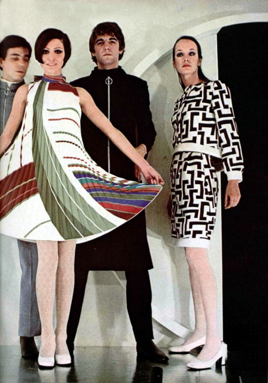 L 39 Officiel Magazine 1968 Pierre Cardin Late 60s Vintage Fashion Designer Couture Modern Style