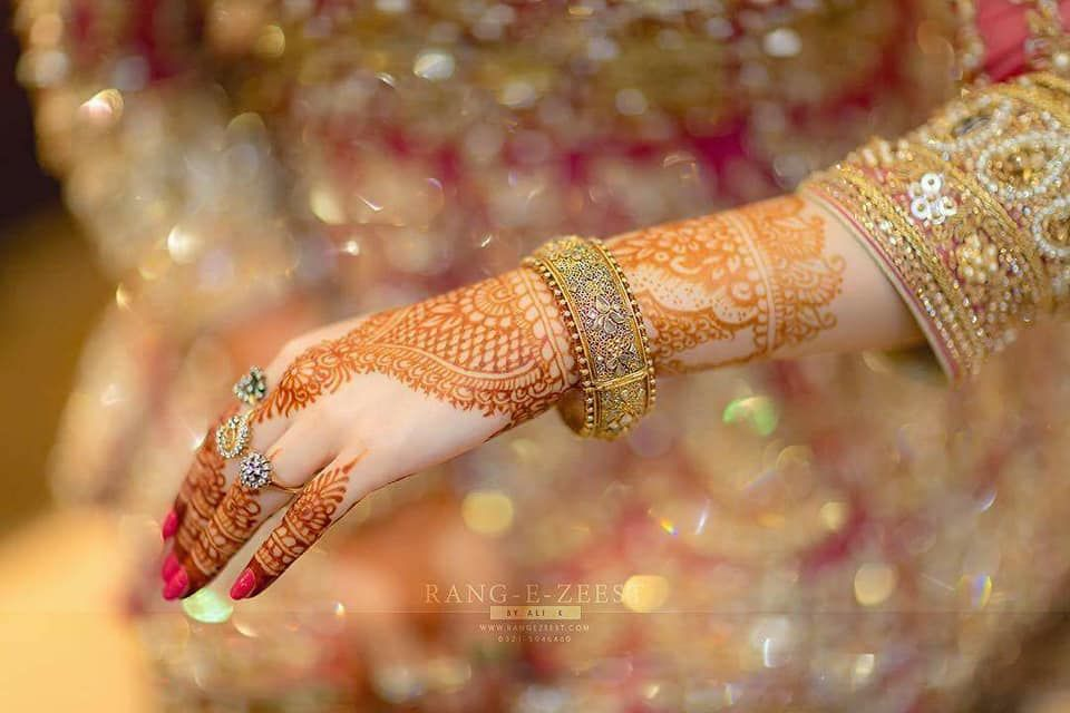 mehndi hands with bangles