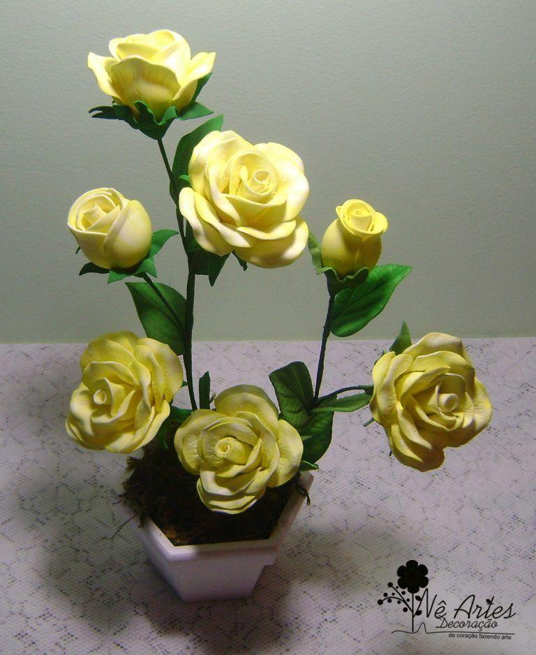 Lindo Arranjo Floral De Eva Com Rosas E Tulipas Amarelas Com