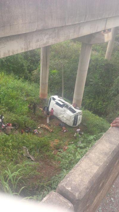 Fatal Accident On A Bridge Along Warri-Benin Road, One Dead, Others Injured (Photo) - http://www.77evenbusiness.com/fatal-accident-on-a-bridge-along-warri-benin-road-one-dead-others-injured-photo/