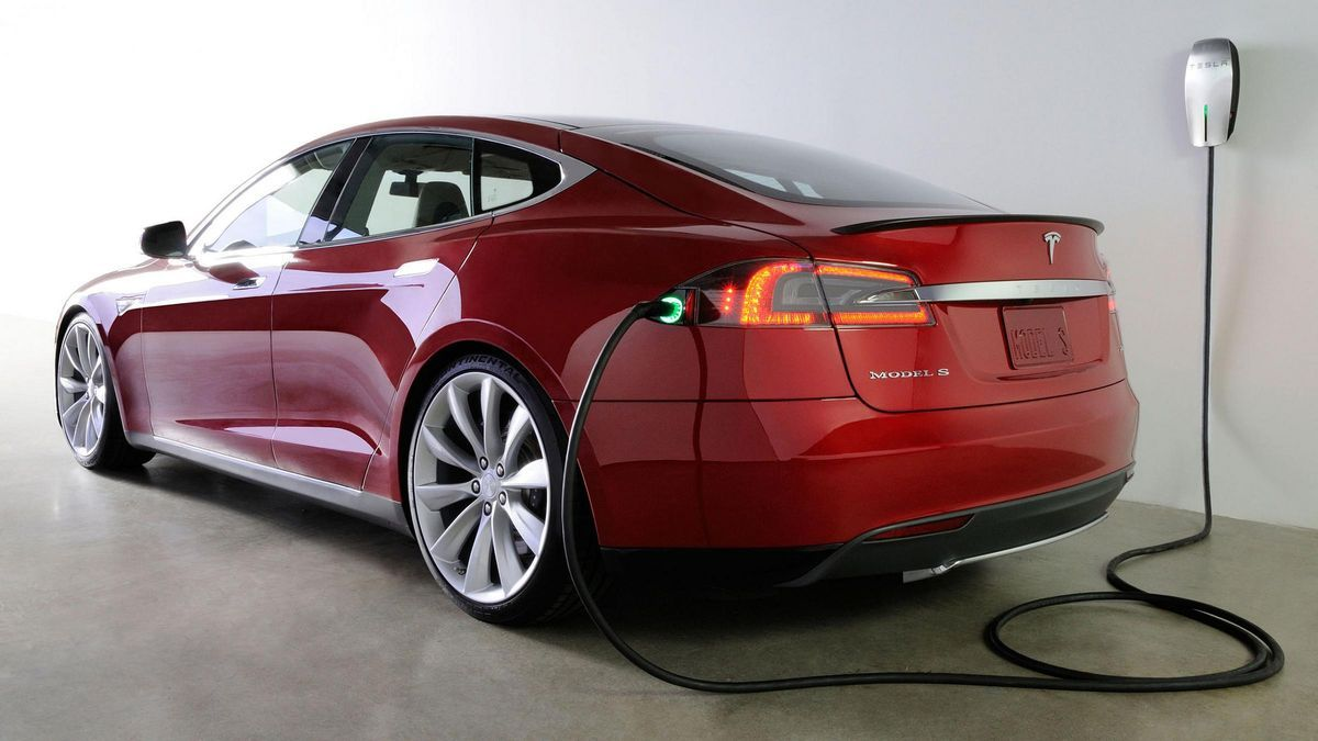 Elon Musk Says Tesla Is Working On An Automatic Charger That Moves Like A Solid Metal Snake Tesla Electric Car Electric Car Charging Tesla Car
