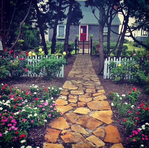 9 Cottage Style Garden Ideas: Coastal Cottage + Landscaping // Oceanfront // Outer Banks